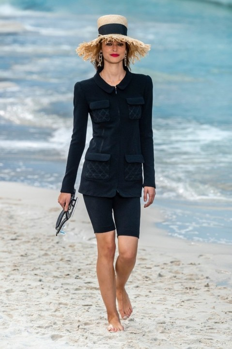 69-chanel-srping-summer-2019-beach-set.jpg