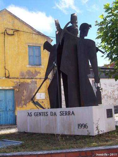 Estátua dAs gentes da Serra (Figueira da Foz, PT)