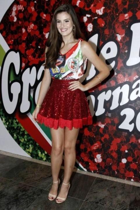 Camila Queiroz 19.jpg