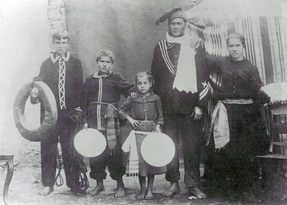 28 - Família de Banheiros - 1920.jpg
