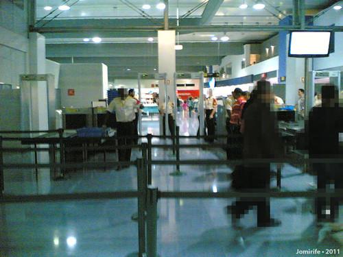 No aeroporto Lisboa... quero um bilhete só de ida