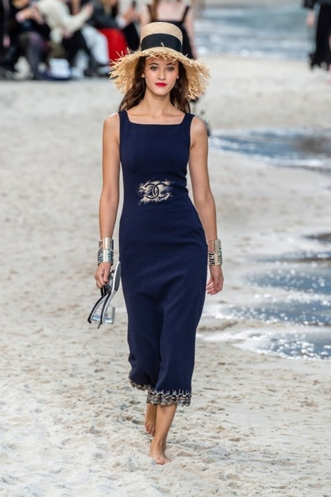 73-chanel-srping-summer-2019-beach-set.jpg