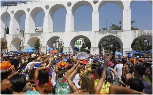 Bloco Quizomba levou foliões à Lapa, no Rio, neste sábado (25Fev12)