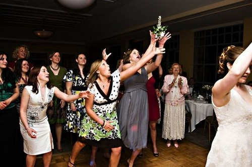 11-Wedding-bouquet-catch.jpg