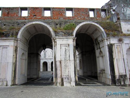 Lisboa - Palácio Nacional da Ajuda - Fachada degradada [en] Lisbon - Ajuda National Palace - Facade degraded