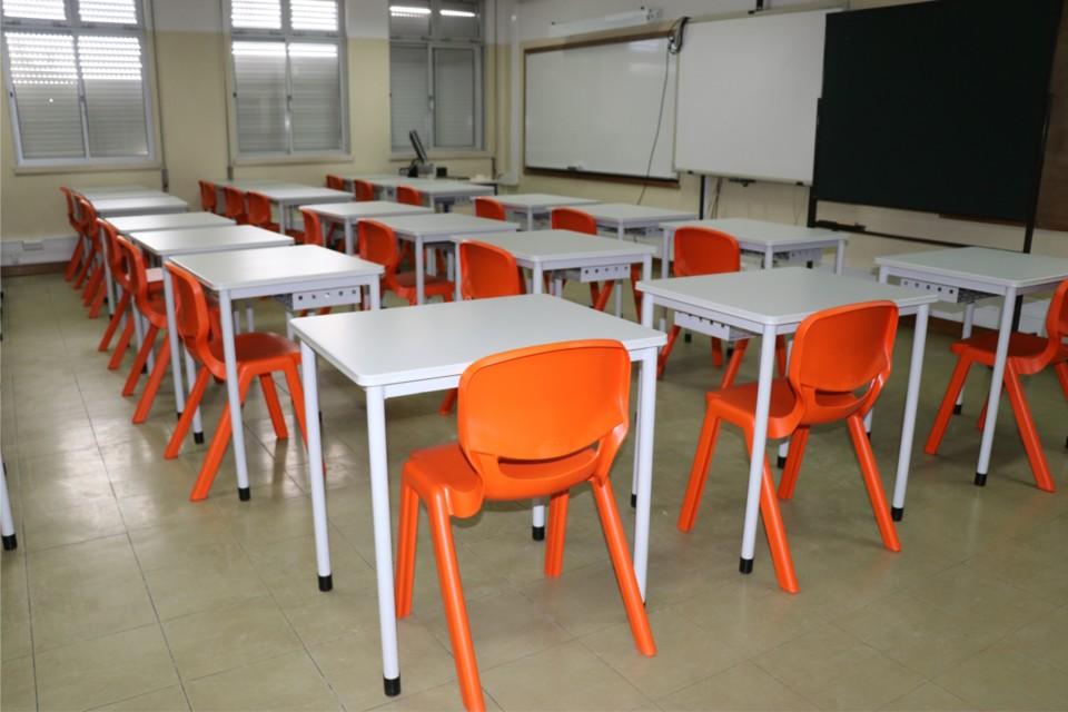cadeiras_mesas_escolas_Azambuja.jpg