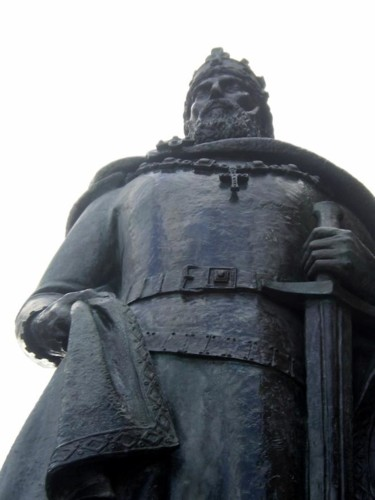 monumento-a-sancho-i (1).jpg