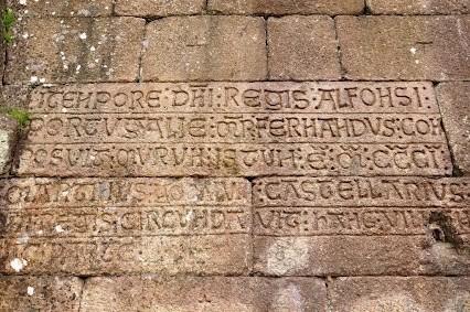 36 a2 - inscrição muralha porta.JPG