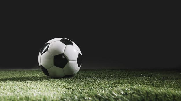 bola-futebol-ligado-relva-capim_23-2147817397.jpg