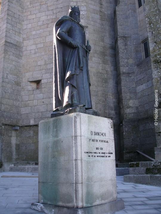 Estátua de D. SANCHO I - foto Helder Sequeira - h