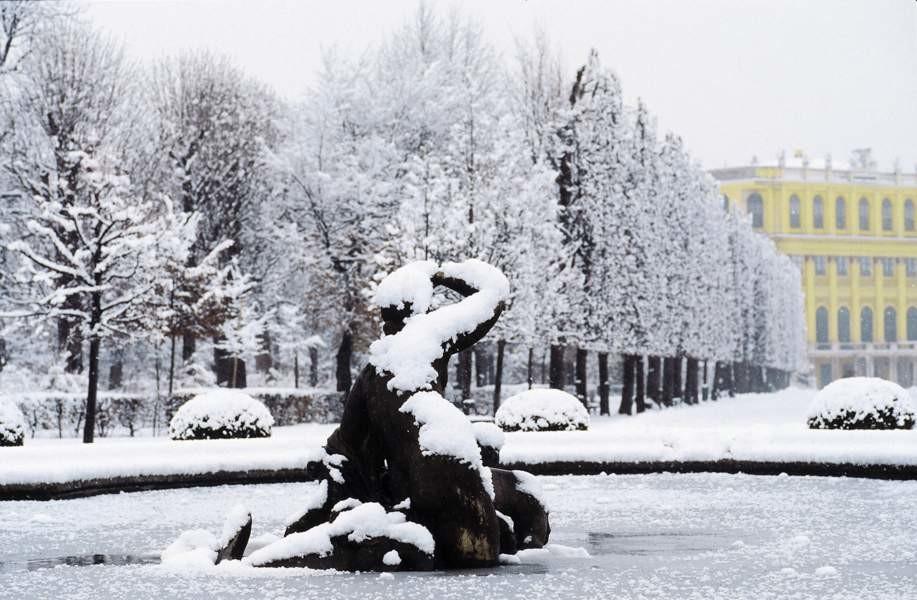 fontaine-du-chateau-de-schoenbrunn-en-hiver[1].jpg