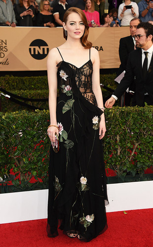rs_634x1024-170129165845-634-emma-stone-sag-awards