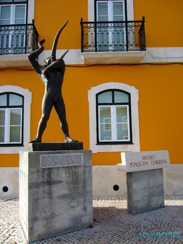 Marinha Grande - Museu Joaquim Correia (4) Estátua [en] Marinha Grande in Portugal - Joaquim Correia Museum Statue