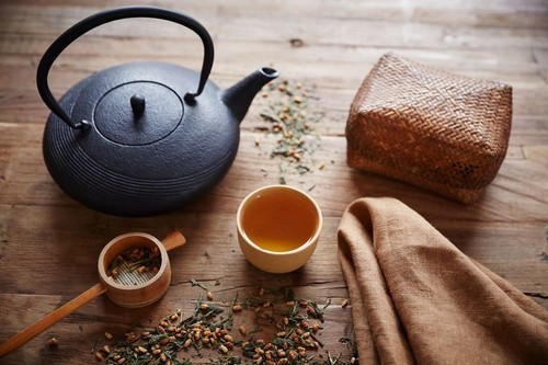Stocksy_herbal-tea_22573-577192ff5f9b585875ea7b22.