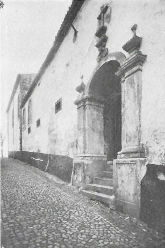 Colégio de S. António da Pedreira portal.jpg