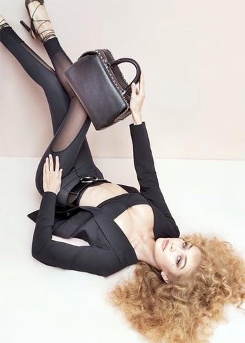 Gigi-Hadid-Max-Mara-Accessories-2017-Campaign03.jp