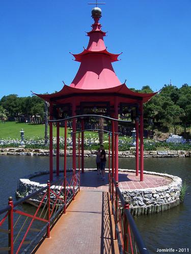 Jardim Buddha Eden - No meio do lago