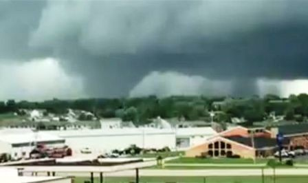 tornado-marshalltown-iowa-usa-pella-catastrophic-d