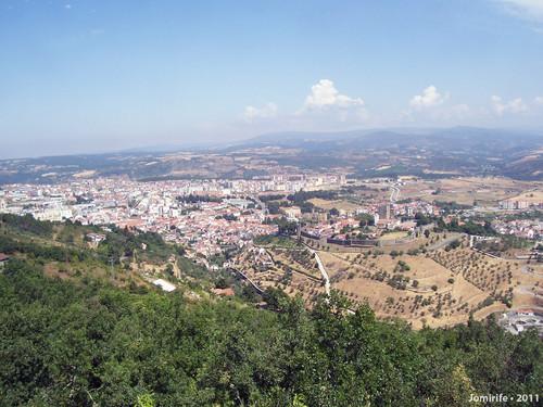 Castelo de Bragança: Com a cidade de fundo