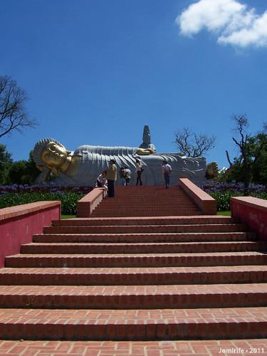Jardim Buddha Eden - Estátua gigante deitada