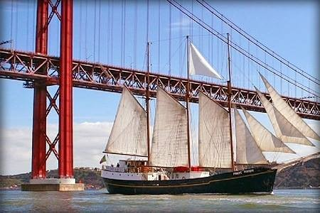 O veleiro LESBOAT