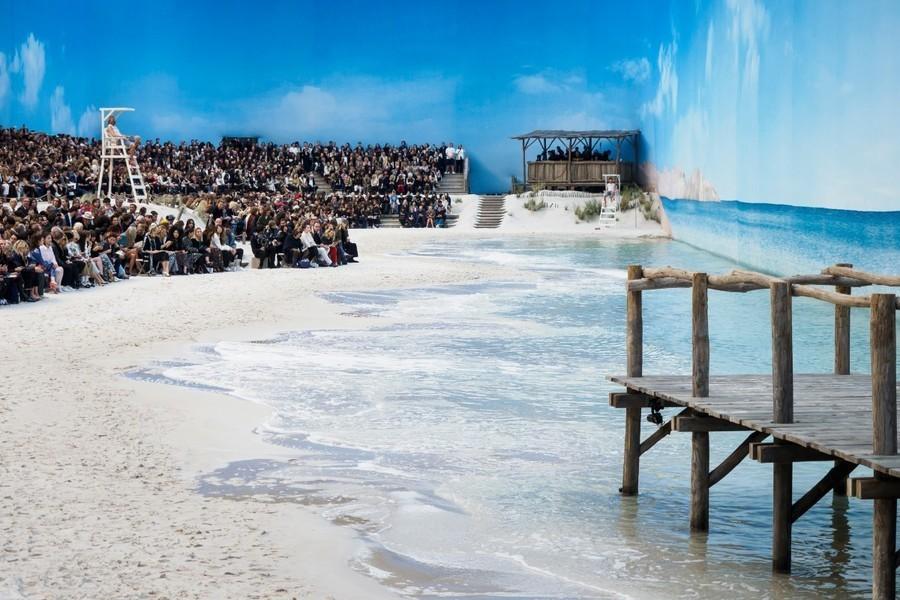 85-chanel-srping-summer-2019-beach-set.jpg