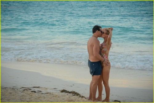 peter-facinelli-lili-anne-harrison-cancun-vacation