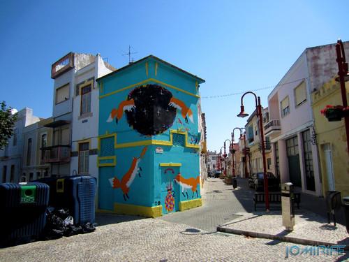 Arte Urbana by Kruella d'Enfer - Raposas, Fox portal na Figueira da Foz Portugal - Rua de São Lourenço (1) [en] Urban art by Kruella d'Enfer - Foxes, Fox portal in Figueira da Foz, Portugal