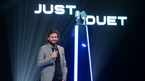 """João Manzarra, apresentador do """"Just Duet"""""""