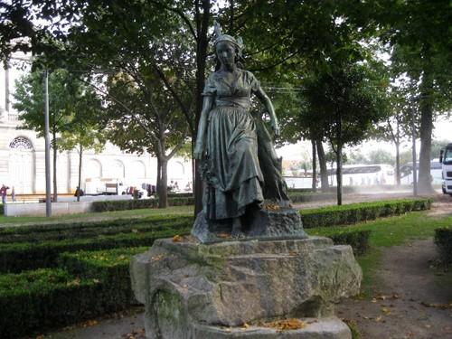 Escultura (Cordoaria).JPG