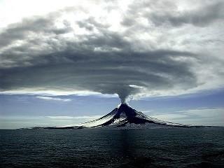 volcano-erupting-1056526_640.jpg