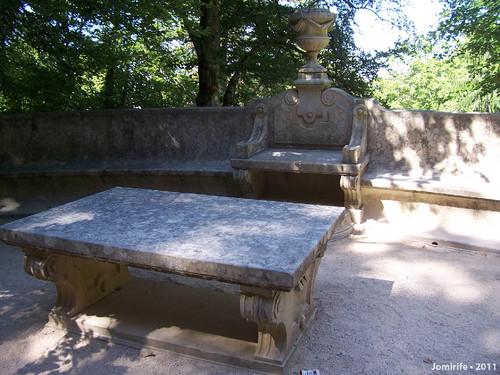 Sintra: Quinta da Regaleira - Mesa no jardim