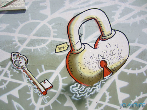 Arte Urbana by Mário Belém - Peixe laranja/Imaginário no CAE na Figueira da Foz Portugal - Elemento Cadeado (10) [en] Urban art by Mário Belém - Orange Fish/Imaginary in Art Center Figueira da Foz, Portugal