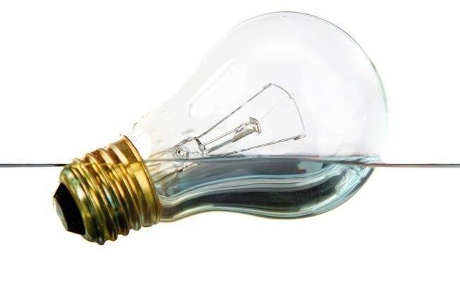 como-poupar-agua-e-luz-em-casa.jpg