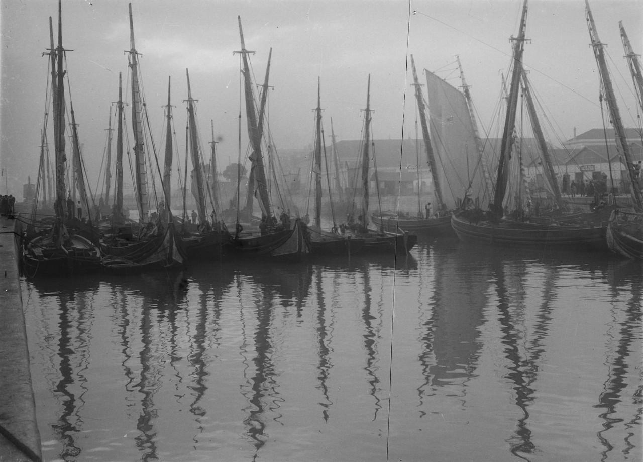 Fragatas na doca da Alfândega, 1912, foto de Josh
