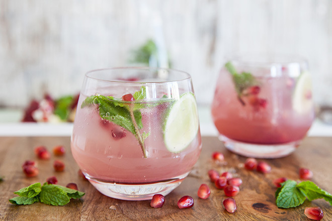 Pomegranate-gin-cocktail-ball-glasses_uyxpn0.jpg