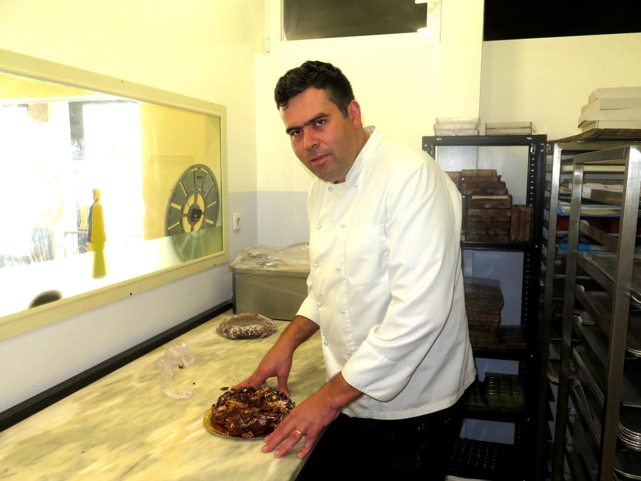 Francisco Siopa na sua 'fábrica' de chocolate