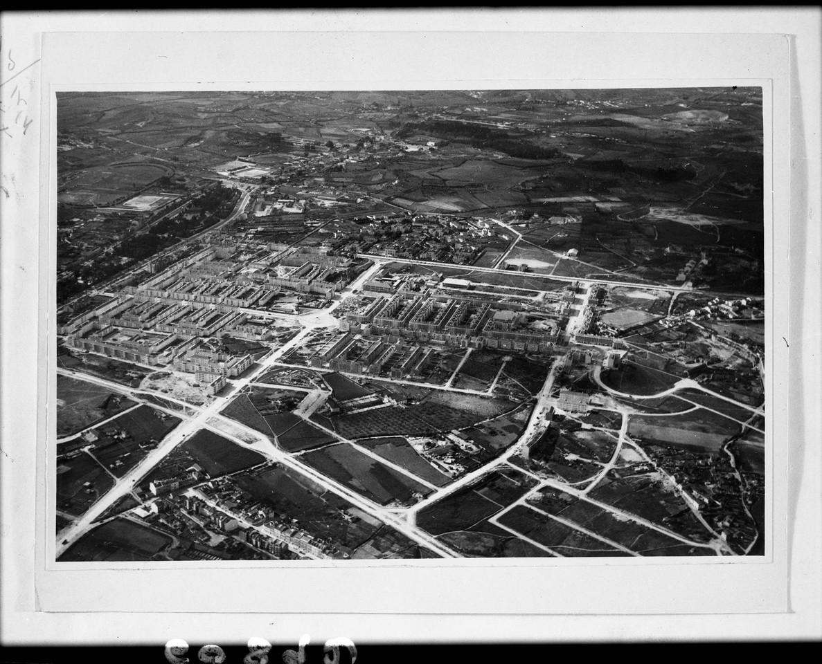Fotografia aérea sobre o bairro de Alvalade, 1950