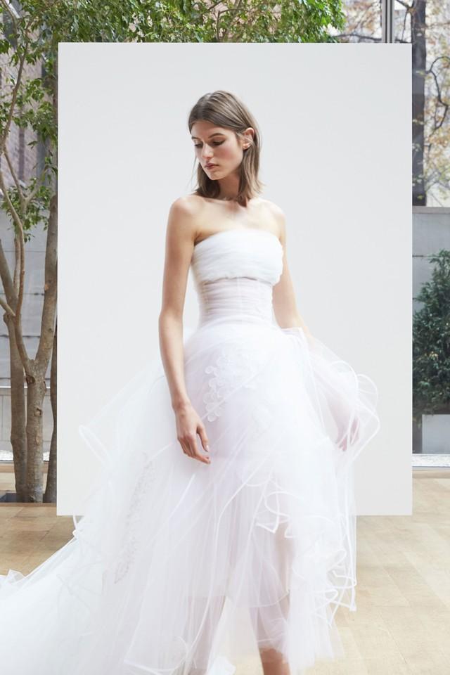 24-oscar-de-la-renta-bridal-2018.jpg