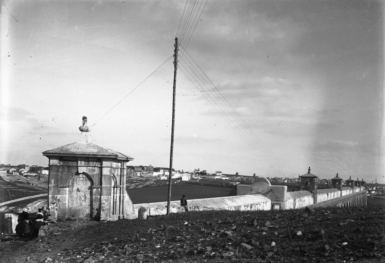 Aqueduto das Águas Livres, entrada do passeio dos