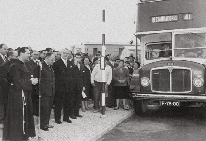 Inauguração do autocarro 41 (Restauradores-B.º P.e Cruz), Lisboa, 30/3/1963 (Fotografia de A. Serôdio)