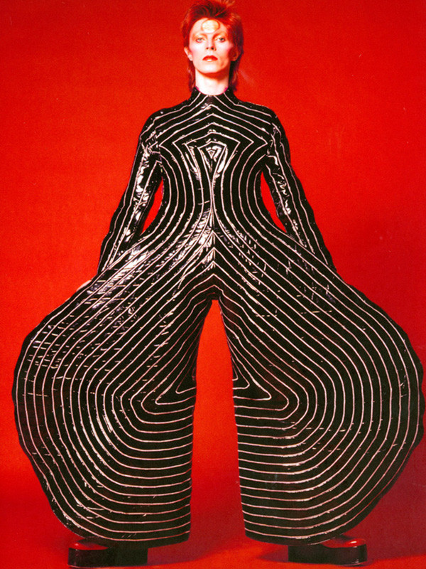 1.-Striped-bodysuit-for-Aladdin-Sane-tour-1973-Des