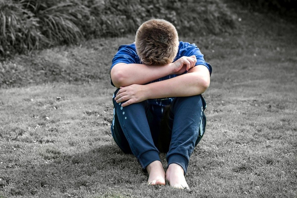 boy_child_sad_alone_sit_want_to_be_alone_cry_hide_