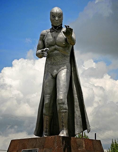 estatua de el santo.jpg