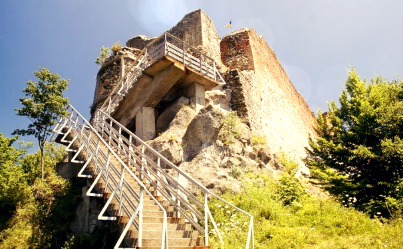 Fortaleza Poenari.jpg