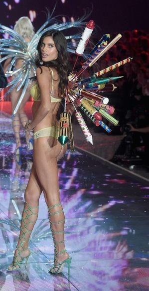 Sara Sampaio 60 (Victoria's Secret 2015).jpg