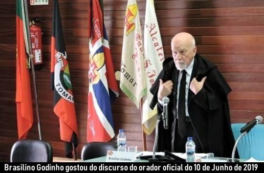 Brasilino Godinho - Com bandeiras.jpg