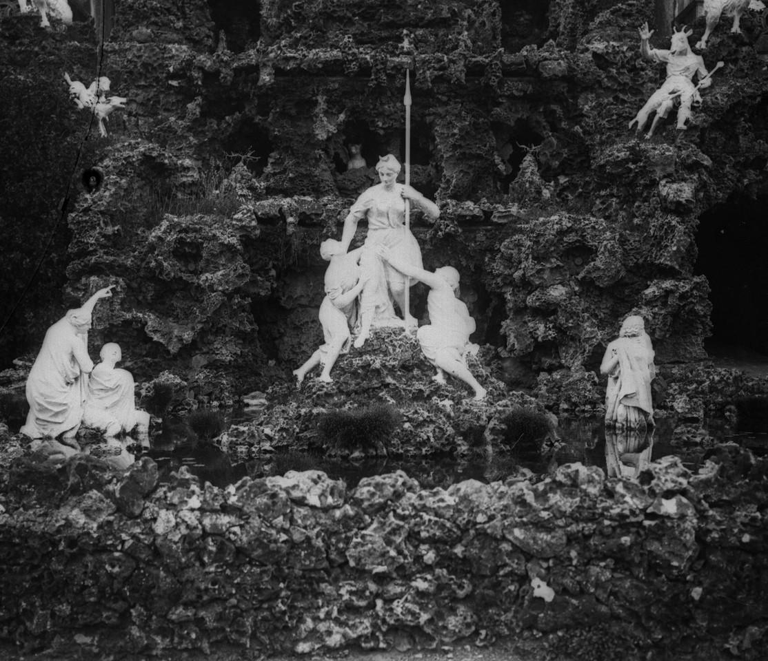 Paço Real de Caxias, estátuas decorativas junto