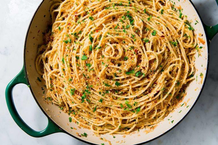 garlic-spaghetti-horizontal-1539203011.jpg