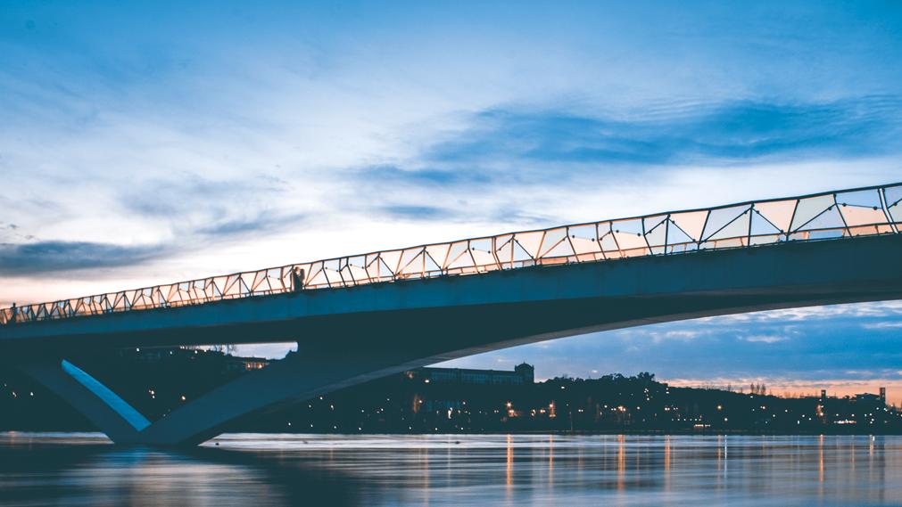 © João M. Pereirinha | Os Apaixonados na Ponte Pedro e Inês | Coimbra